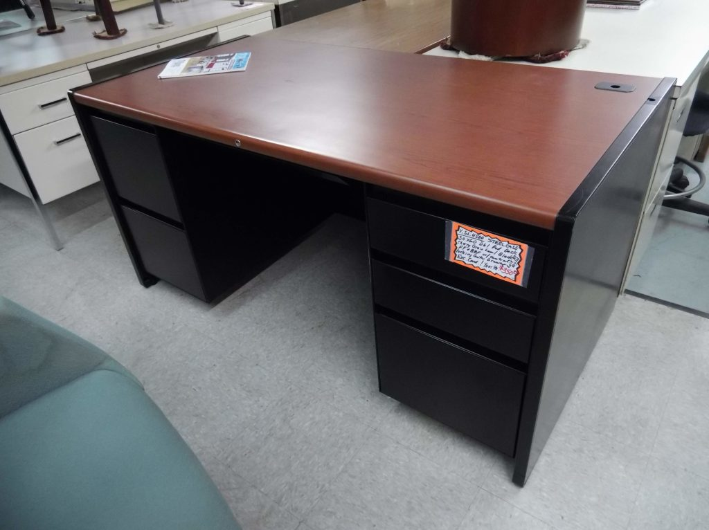 Used 30x60 Steelcase 9000 Series Double Pedestal Desk
